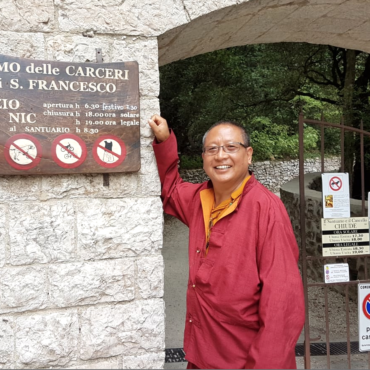 Coronavirus, spiritualità e fine dei tempi: un'intervista esclusiva di Le loup des steppes a Khenpo Gelek Jinpa, abate del monastero bönpo di Shenten Dargye Ling